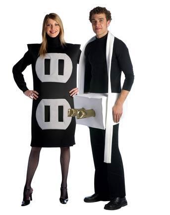disfraz para parejas nos resenta una extravagante idea electrica para